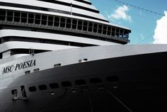 Merde! - Navire, avec Petit-Maître (2010) #ship #photography