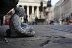 cement miniature sculptures artist isaac cordal (6) #photography #cement #sculpture #art
