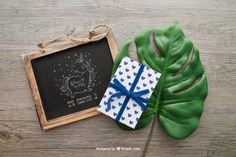 Chalkboard and gift box on a leaf Free Psd. See more inspiration related to Mockup, Gift, Leaf, Box, Gift box, Blackboard, Present, Chalkboard, Mock up, Up, Objects, Things, Composition and Mock on Freepik.