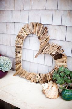 Another wood inspired heart shaped craft that looks very simple yet interesting. It can be a perfect décor for the wall or can even be made