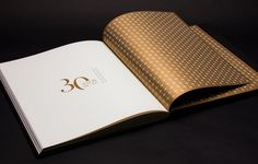 FNE - 30 ANOS - Playme Studio #print #golden #book #black