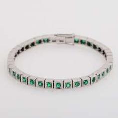 Bracelet with rundfac. Emeralds