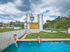 Anoro House – Weekend Retreat by Anna & Eugeni Bach