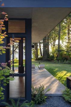 Hood Cliff Retreat / Wittman Estes Architecture + Landscape
