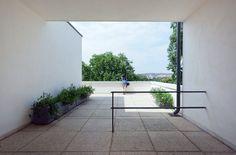 Modern roof terrace. Villa Tugendhat by Ludwig Mies van der Rohe. © Alex Timpau. #roofterrace #modern