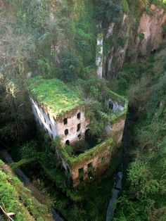 Source: logicalrealist/via: i.imgur.com #abandon #place #photography #building