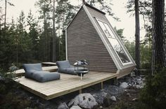 Micro Wooden Cabin Architecture – Fubiz™ #cabin #wood #forest #architecture