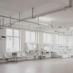 Alexander Gnädinger studio space at iainclaridge.net #photography #architecture #workspace