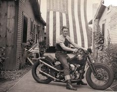 13 Rebels MC member Ardin Van Syckle #white #black #photography #vintage #and #motorcycle