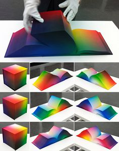 3 libros con forma de cubo con gamas de colores #colours #palette #book #degraded