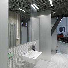 ultra-architects: garage office SEB: carrelage/mirroir