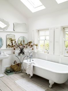 vintage mirrors and tub #interior #design #decor #deco #decoration