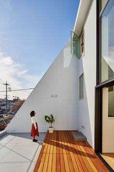 Keitaro Muto Architects Design a New Japan Three-Story Open House 8