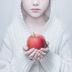 Snow White, photography by Magdalena Berny #children #white