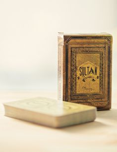 Sultan Treasury #worn #old #deck #playing #queen #ace #vintage #magic #tattered #joker #cards #king #tricks