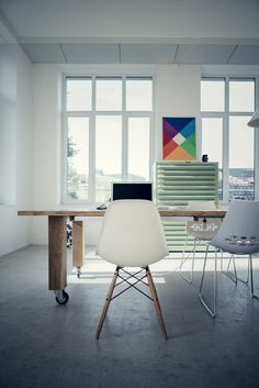 Awesome workstation with an awesome poster #interior #max #loft #swiss #chair #bill #design #architecture #studio #poster #table #eames