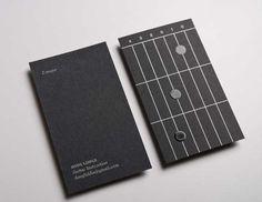 Las primeras tarjetas de visita que funcionan como pequeñas lecciones de guitarra