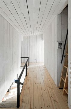 Hallway with white wood panelling. Puccio House by WMR Arquitectos. Photo by Sergio Pirrone. #hallway #pucciohouse #wmrarquitectos