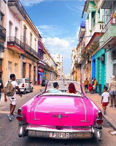 You're instantly taken back to the 50's when you visit Havana Cuba 🇨🇺 photo by: @brandonau