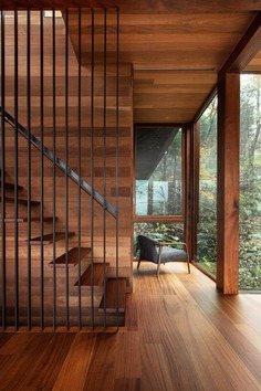 mahogany interior / YH2 Architecture