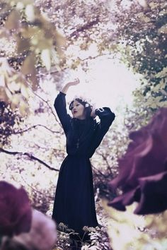 pictures and whispers #girl #roses #photography #bella #fashion #spring #dark #kotak