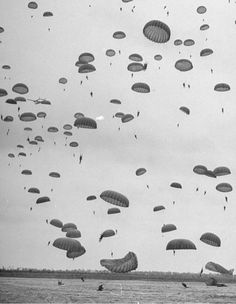 Google Reader (1000+) #blackwhite #parachutes #retro #photography #vintage #baloons