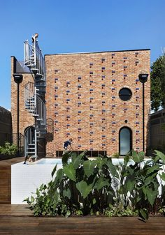 Brickface House is an Amazing Home Built of Recycled Red Brick 12