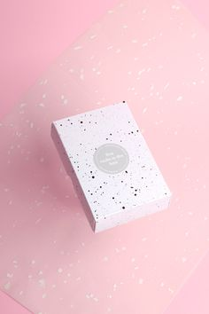 chocolate rocks new packaging design package branding amsterdam pink minimal beautiful design by designblog inspiration www.mindsparklemag.c