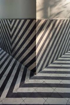 Incredible striped floor/half wall