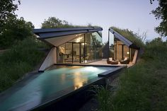 Edgeland House – A Bunker-Style Home Designed for a Science Fiction Writer