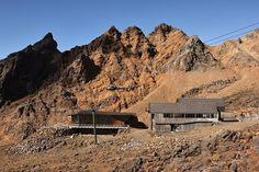 Cafe Knoll Ridge outside area #mountain #architecture #volcano #caf