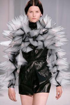 Iris van Herpen - hoy y mañana #fashion #art