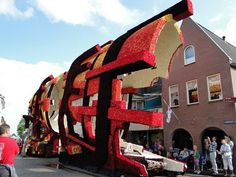 Flowers art #sculpture #of #art #flowers #parade