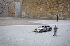 Slinkachu_little_people_street_art_6 #miniature #diorama #art