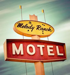 Old School American Signage | Abduzeedo | Graphic Design Inspiration and Photoshop Tutorials #typography #vintage #retro #signage #motel