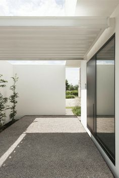 Contemporary porch. House DZ by GRAUX & BAEYENS architecten. © Luc Roymans. #contemporary #porch