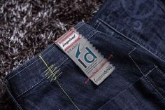 Free Jeans Label Mockup PSD