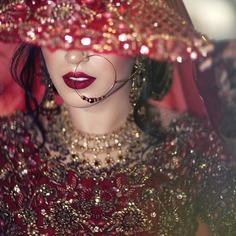 stunning-bridal-portrait-with-veil
