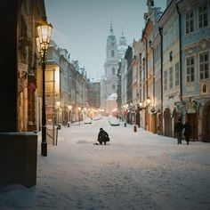 -cityoflove: Prague, Czech Republic via Tabi**chu #photography #snow #dusk