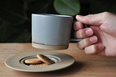 MARUHI: Cup and Saucer - IPPINKA Shigeru Fukuoka has created the perfect MARUHI cup and saucer for a special surprise during your morning coffee. The saucer dish has a small decline in it that's perfect for biscuits, chocolates and more!