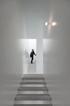 White stairwell. Casa Prazeres by José Adrião Arquitecto. © FG+SG. #stairwell #stairs #stairway