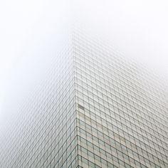 tumblr_lpq96sZ8HV1qzus73o1_500.jpg (500×500) #mist #skyscraper #building #architecture