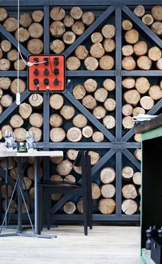 This is a cool way to stack wood. Granted, it doesn't seem overly efficient, but much prettier than the tarps that cover the wood pile no #w