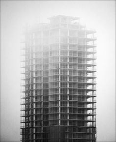 under fog and construction || Canon5D/EF70 200f4@184 | 1/250s | f5 | ISO100 | Handheld #architecture #structure