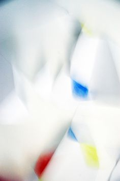 Laura Knoops—http://spoonk.fr VS http://knoops.fr #white #blur #photography #shape #paper