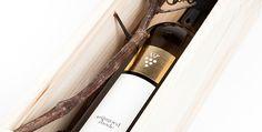 Wijngoed Rhode - Logo, branding, packaging & website - www.chilli.be #branding #logo #packaging #wine #bottle #black #white #gold #label #wi