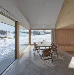 House with Gable by mia2/Architektur