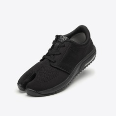 These Tabi Style Sport Shoes feature a light, breathable, and adjustable polyester upper. They have a divide between the big toe and the other toes which provide the added flexibility, stability, and security needed during rigorous training. Made in Japan.