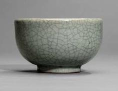 Cracquelierte shell with 'ge'glaze, elegantly formed #Sets #Tea sets #Porcelain sets #Antique plates #Plates #Wall plates #Figures #Porcelain figurines #porcelain