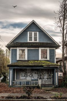 PHOTOGRAPHY Mitchell Clements #house #vancouver #photography #spooky #street